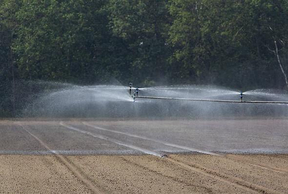 High uniformity boom irrigation system